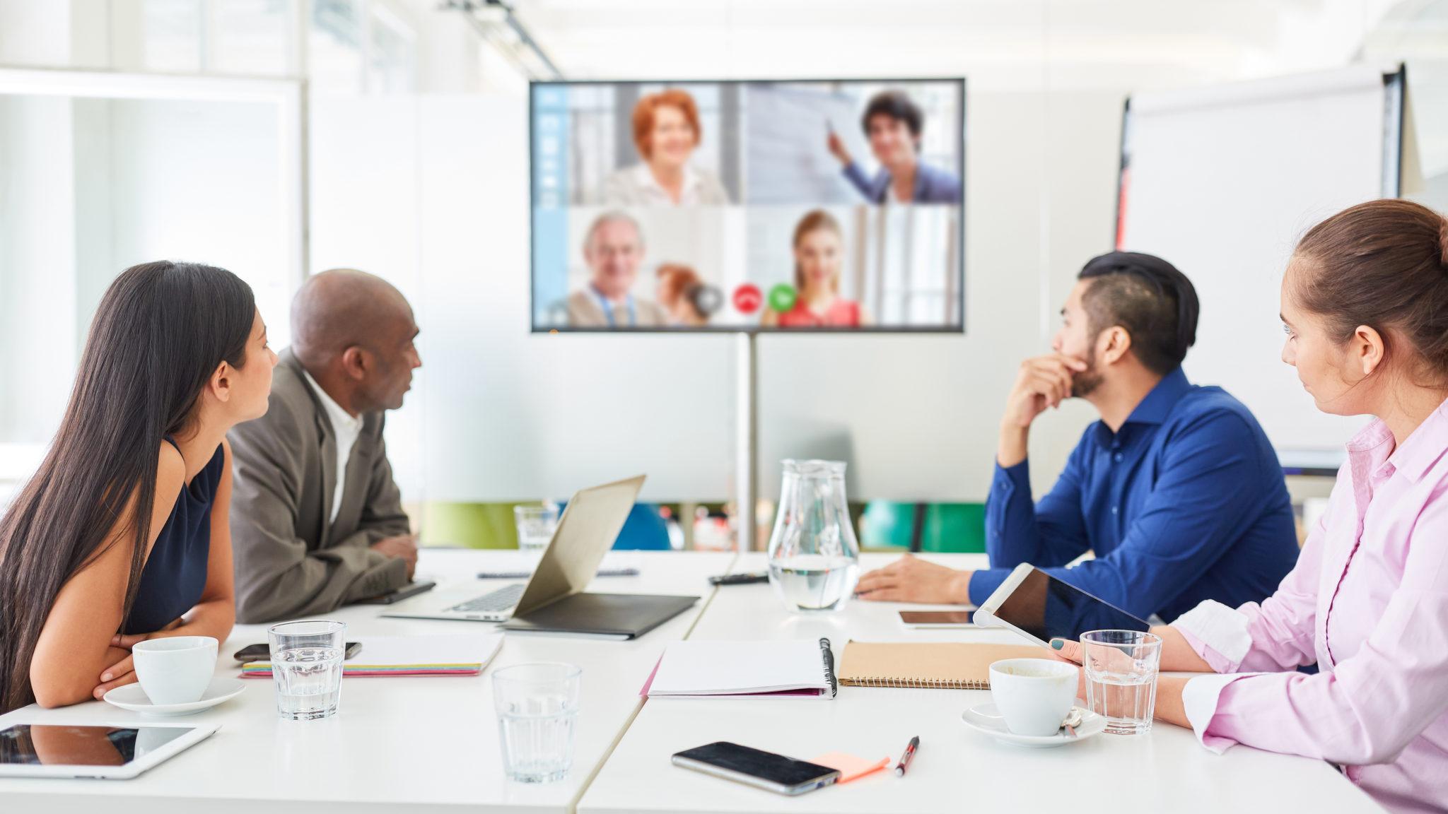 Planning Hybrid Meetings | How to Hold Productive Meetings in Microsoft Teams Room